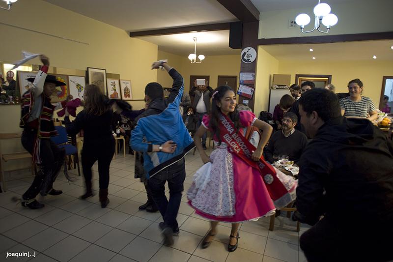 """平和と愛の為にダンスで闘う。私がチリで出会った伝統舞踊""""クエッカ""""の光と闇"""